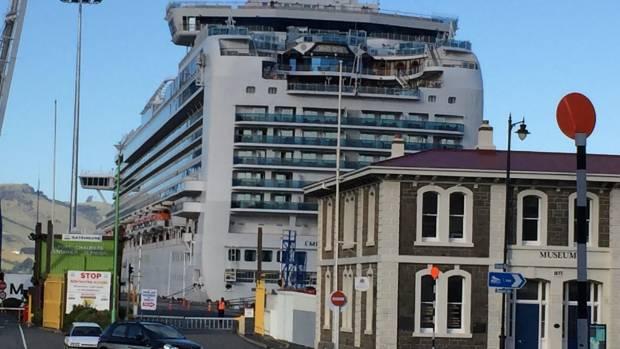 Наборту круизного лайнера в новейшей  Зеландии произошел взрыв