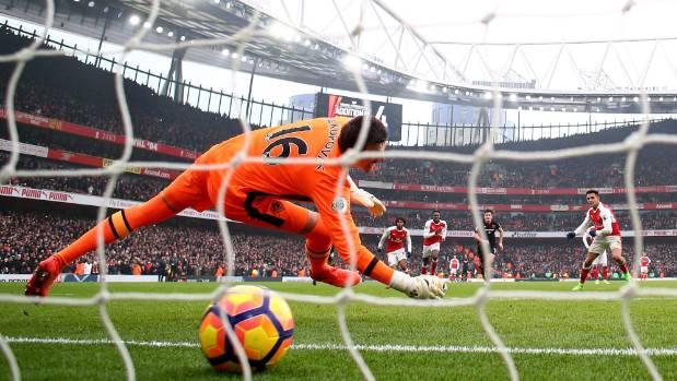 Controversial Alexis Sanchez double nabs Arsenal victory ...
