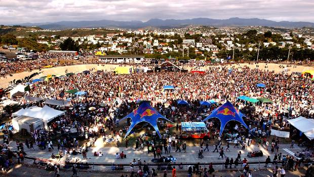 Radio Active 89FM One Love Concert draws a big crowd in 2006.