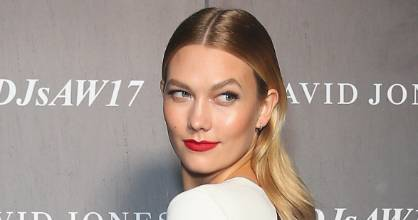 Supermodel Karlie Kloss knows how to rock a red lip.