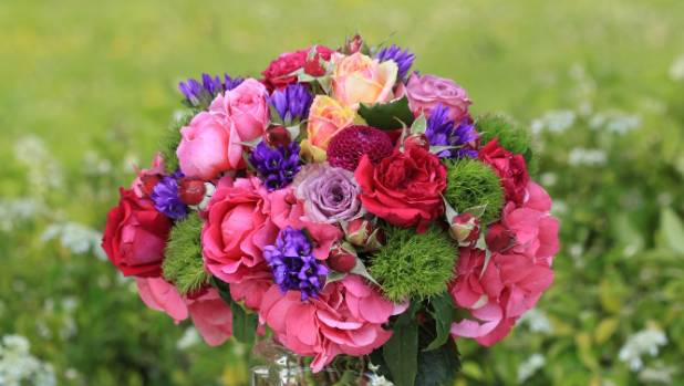 Create a hand-tied vintage posy of roses and hydrangeas.