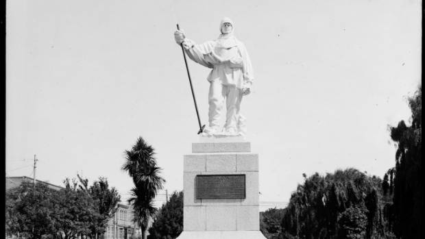 The statue of Robert Falcon Scott was located at the intersection of Oxford Tce and Worcester St.