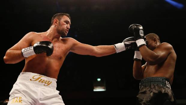 Hughie Fury shows his long reach during his last fight, a win against American Fred Kassi.