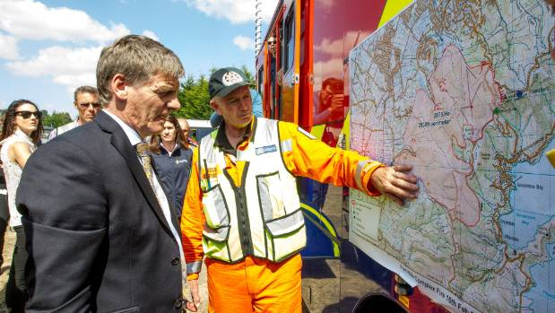 Prime Minister Bill English and Civil Defence Minister Gerry Brownlee visit the Christchurch-Port Hills fire Command Centre.