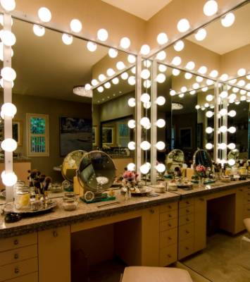 Hollywood Vanity Lights Nz : 15 mirrors that satisfy more than vanity Stuff.co.nz