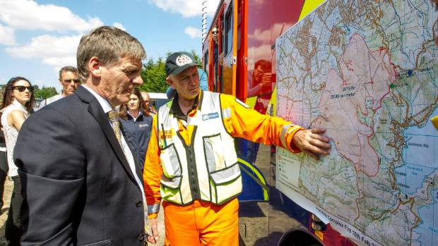 Prime Minister Bill English visits the Christchurch-Port Hills fire command centre.