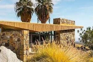 The Edris House was designed in 1952 by architect E. Stewart Williams.