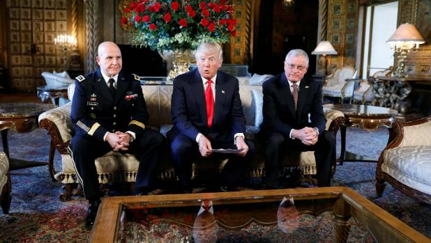 Keith Kellogg (r) will become the chief of staff of Trump's National Security Council.