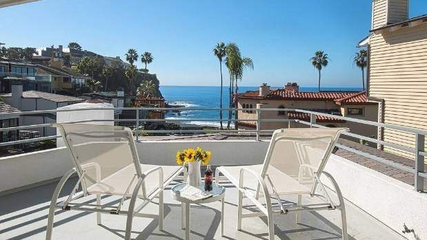 This beach house at Laguna Beach, CA is owned by Warren Buffett, who is selling it for $15.3 million.