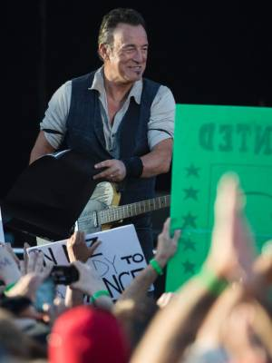 Bruce Springsteen dedicated his song 'City of Ruins' to those affected by the earthquakes and to all emergency services.