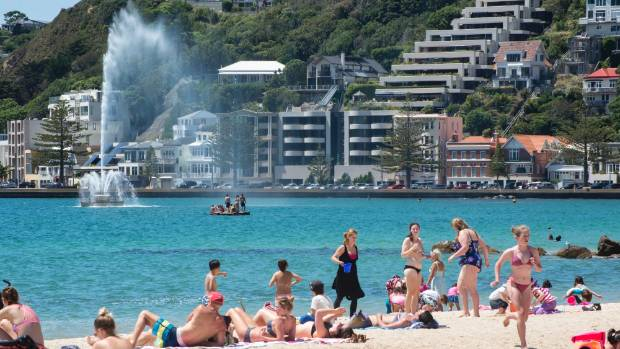 Wellington's Oriental Bay in summer with the Carter Fountain in the background.