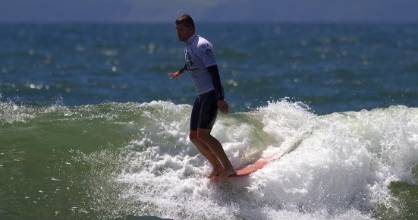 Red Beach's Thomas Kibblewhite competing in the Barrett Homes New Zealand Longboard and SUP Open.