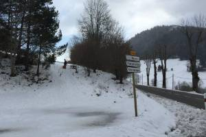 When the snow finally blankets the nearby hills, there is plenty of choice of slopes for tobogganing and snow fights.