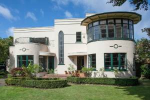 Built in 1939, this Art Deco house in Hamilton is an exceptional example of the era.
