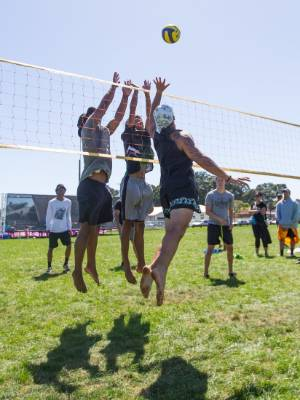 Crowds enjoyed watching volleyball matches, which included fierce jumps and dives.