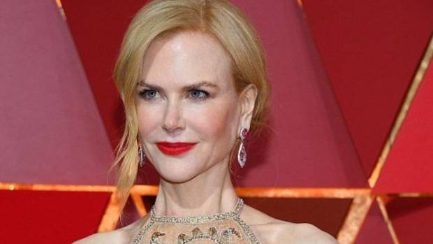 Nicole Kidman. She's a midster too.