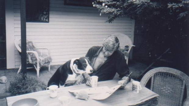 Murray Ball shows his cartoons to border collie Finn, who was the inspiration for Dog in Footrot Flats.