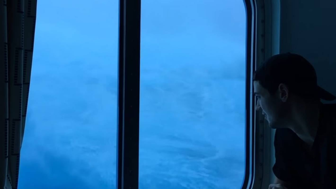 Anthem Of The Seas Cruise Smashed By Massive Waves In Atlantic Ocean Stuff Co Nz
