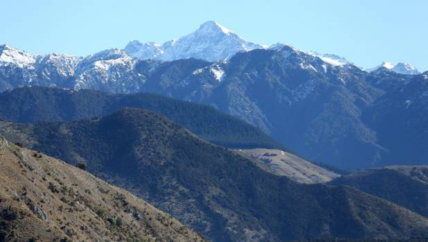 Mount Tapuae-o-Uenuku is the highest mountain in New Zealand outside the main ranges of the Southern Alps.