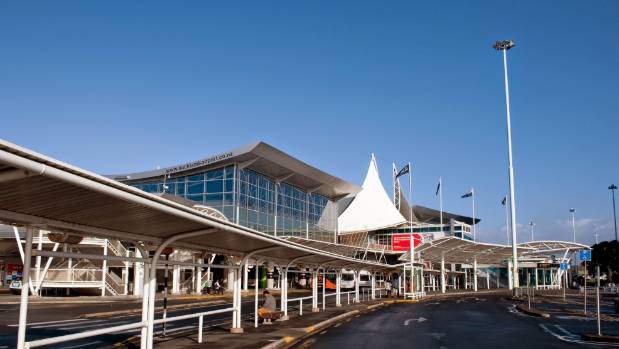 There is currently no rail transport to Auckland International Airport.