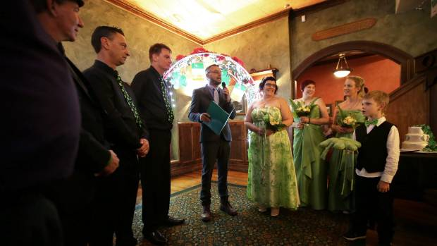 Irishman Chris Smyth married Andi Taylor, with family and friends.