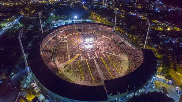 Drone captures Adele's 360 degree stadium stage in Perth.