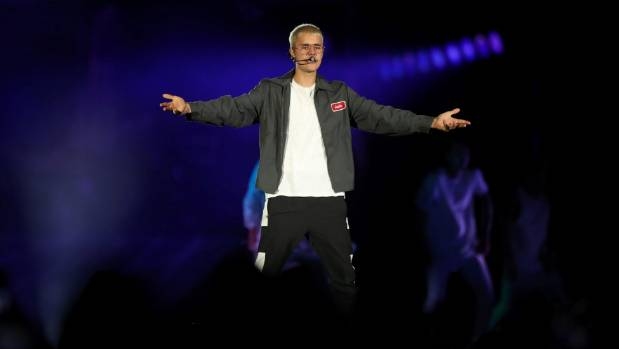 Justin Bieber chewed gum throughout his Mt Smart performance in Auckland on Saturday night.