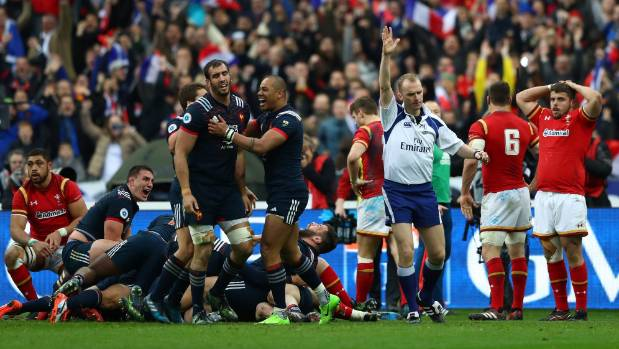 Referee Wayne Barnes in spotlight after farcical Six Nations finale