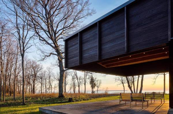 A 6m cantilevered roof extends over the 'vista' terrace, providing a protected, unobstructed view of the lake.