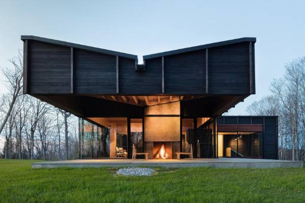 Perched on a woodland bluff overlooking Lake Michigan, this home by Desai Chia Architecture is an assemblage of three ...