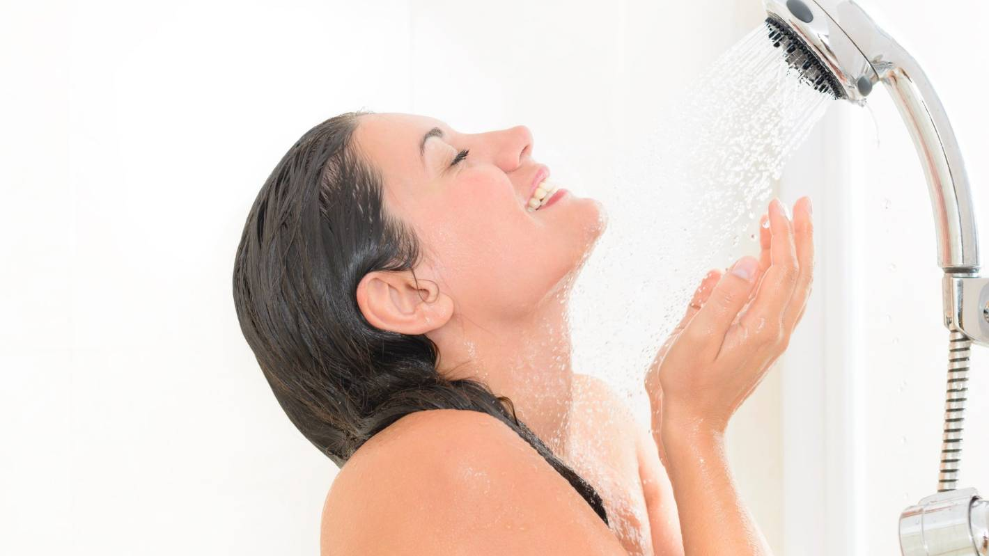 Women taking showers lynx pern