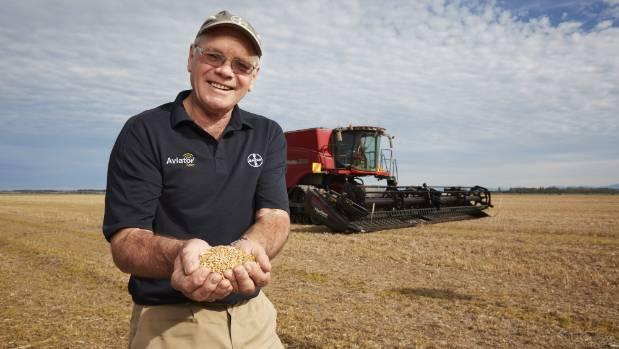 Ashburton arable farmer Eric Watson has broken the world wheat growing record.