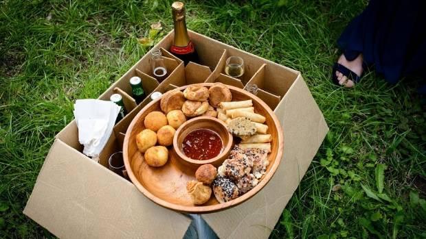 The picnic food boxes per guest.