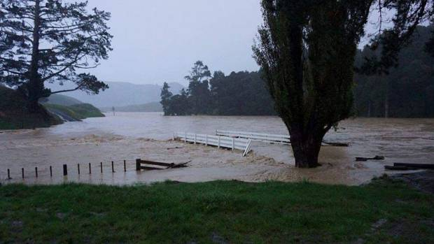 Flooding overwhelms Australian towns after Cyclone Debbie