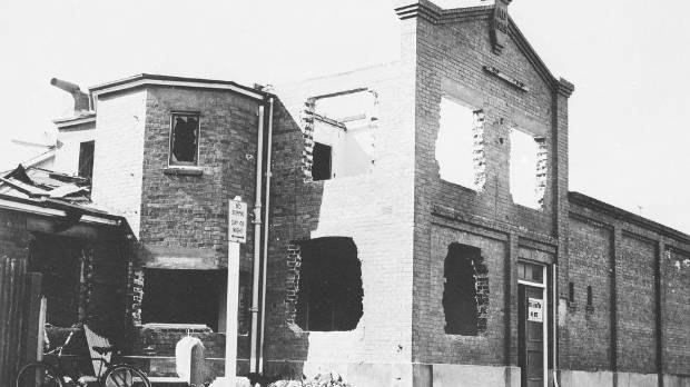 Palmerston North Municipal Baths getting torn down in 1968.