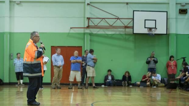 The mayor of Whakatane, Tony Bonne, hosted a emergency meeting of displaced Edgecumbe residents in Whakatane Memorial Hall.