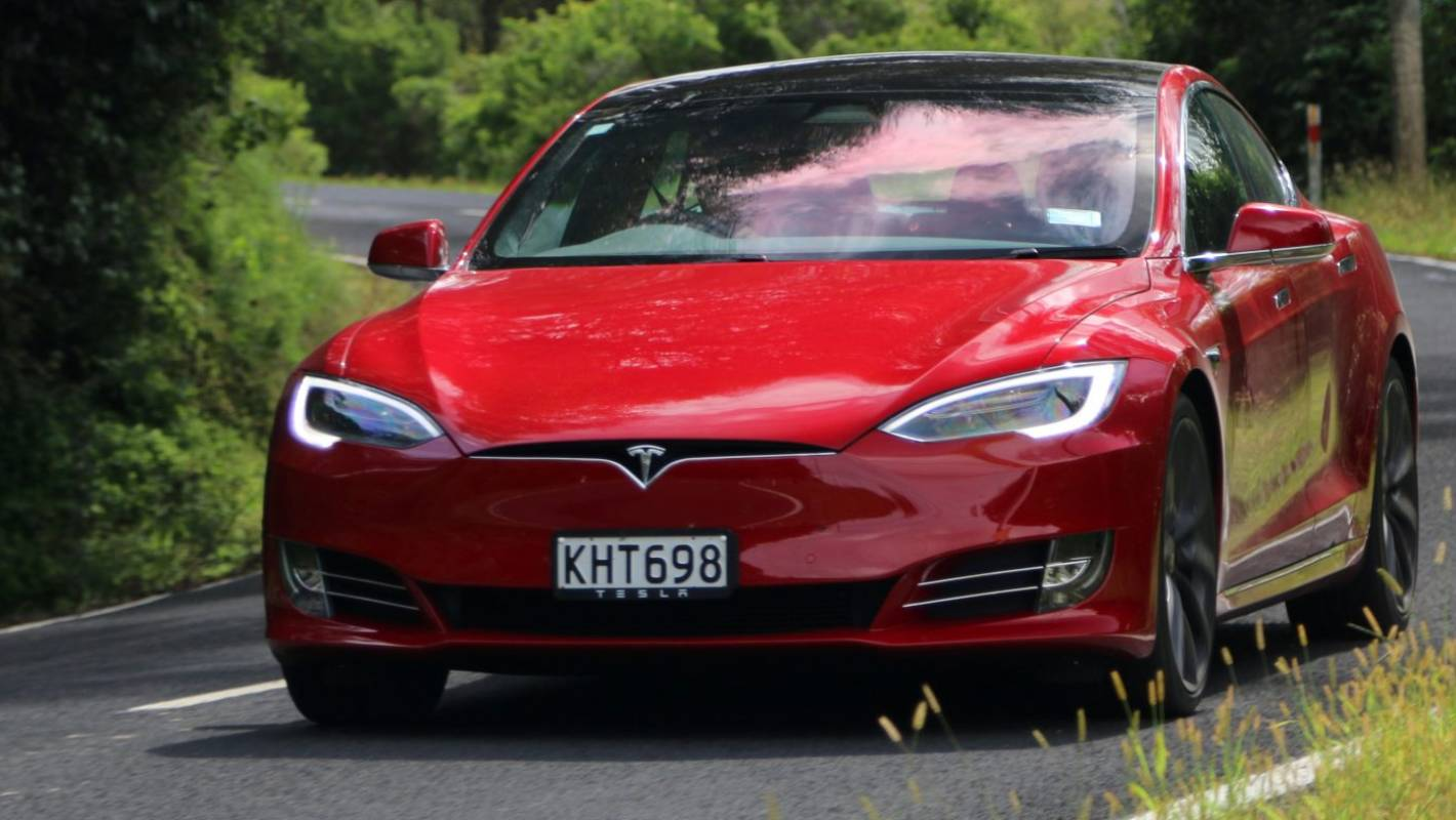 Can the Tesla Model S actually go around a corner? | Stuff ...