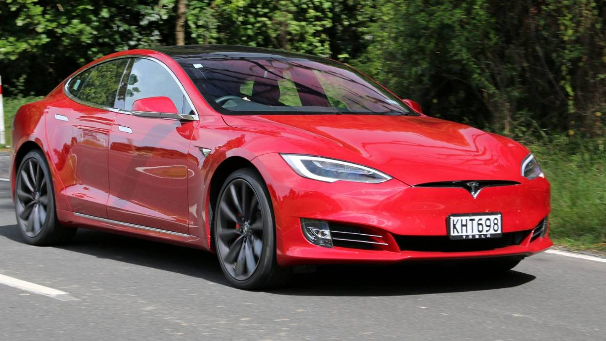 Can the Tesla Model S actually go around a corner? | Stuff co nz