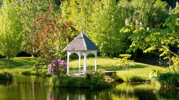 A gazebo beside that lake.
