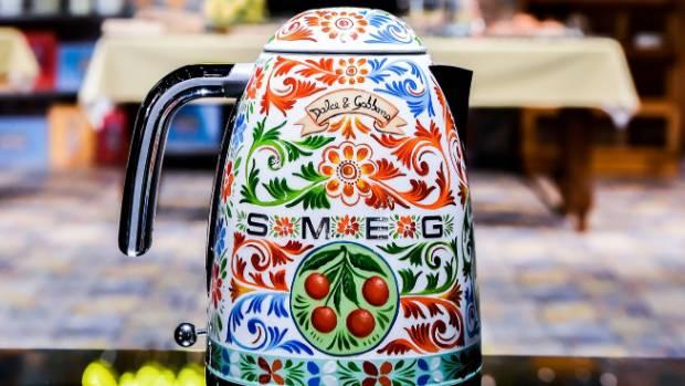 Dolce gabbana design over the top appliances for your for Smeg dolce e gabbana