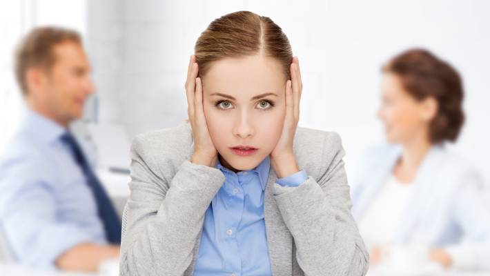 12 tips to shut up a noisy coworker without making them hate