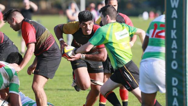 Alainu'uese close to running over a referee playing for University in Waikato premier club rugby.