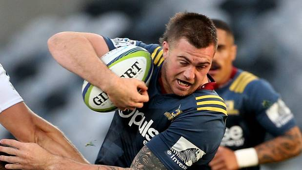 Loose forward Liam Squire has re-signed with the Highlanders.