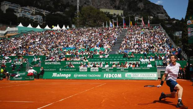 A packed crowd saw Andy Murray defeat Gilles Muller of Luxembourg.
