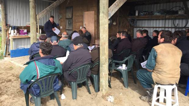 Dr Praat addresses the gathering at the field day at Pirinoa.