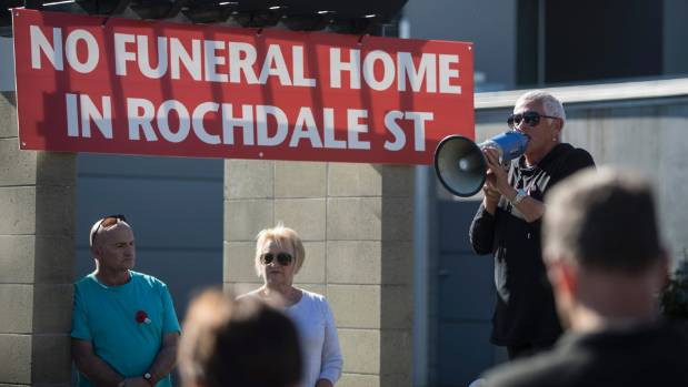 Fendalton residents protest against proposed funeral home stuff concerned neighbour karen harrison speaks to residents at a protest against establishing a funeral home on solutioingenieria Choice Image