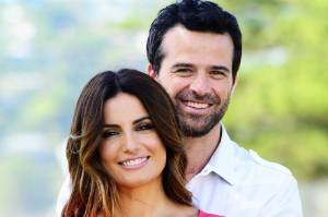 Ada Nicodemou and Charlie Clausen as Leah and Zac in Home And Away.