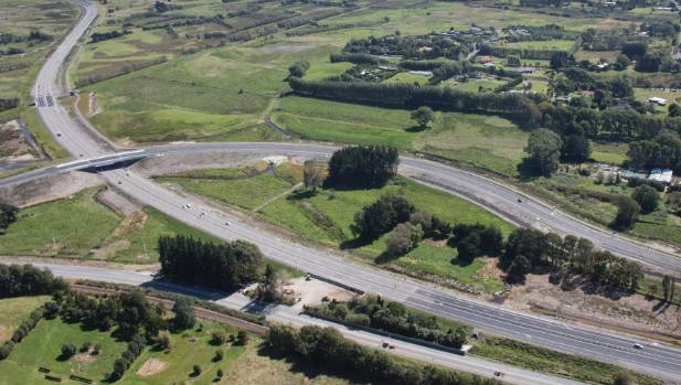 At the northern end of the Kapiti expressway near Peka Peka, the expressway cuts through the centre, with the old SH1 ...