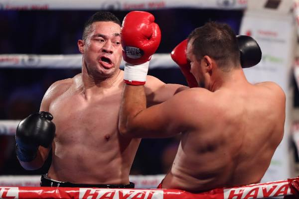 Joseph Parker jabs with the left hand.