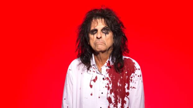 A drycleaning nightmare: Alice Cooper